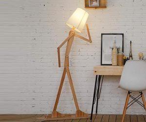 Lámpara de pie de madera