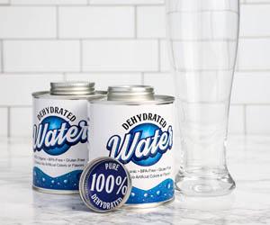 Latas de agua deshidratada